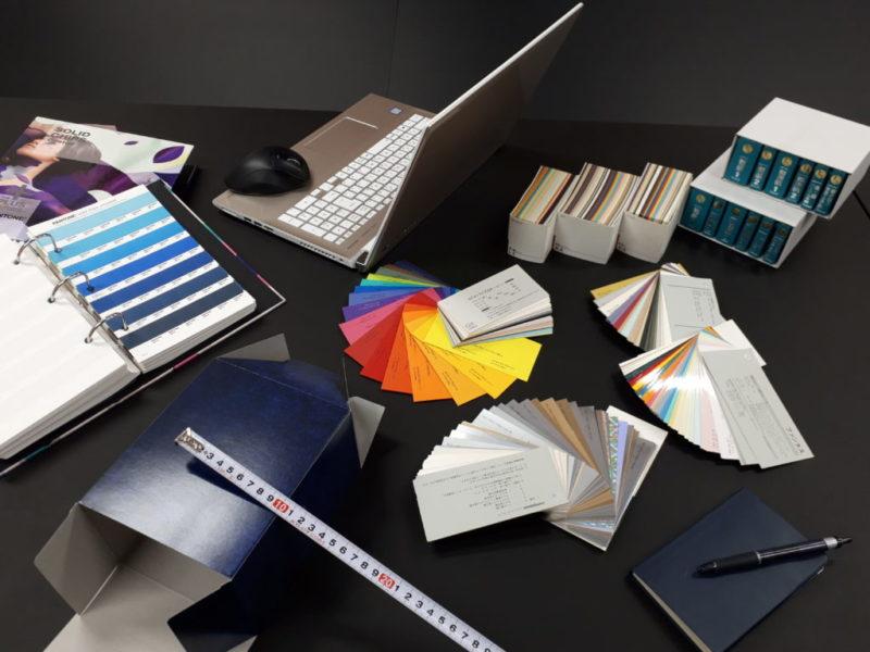 紙やカラーのサンプル